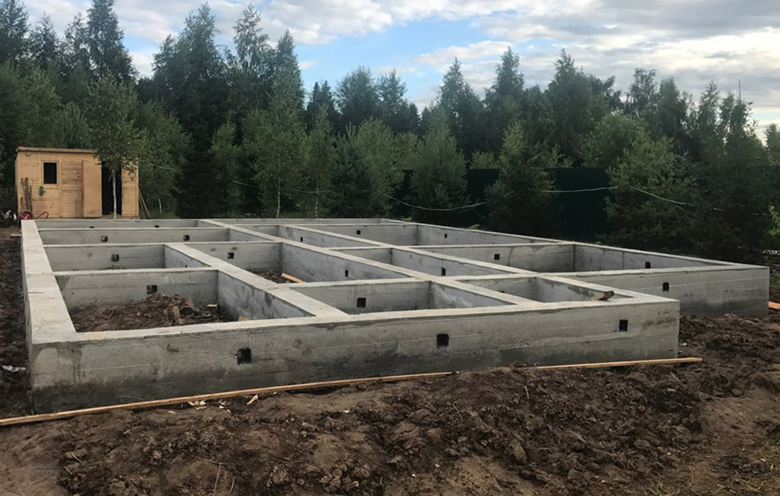 Фото со строительства мелкозаглубленного фундамента
